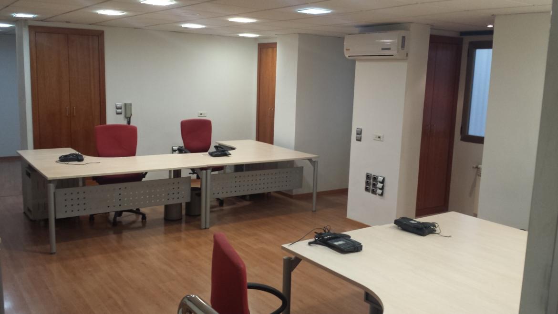 Se alquila oficina en Plaza Trinidad de Granada